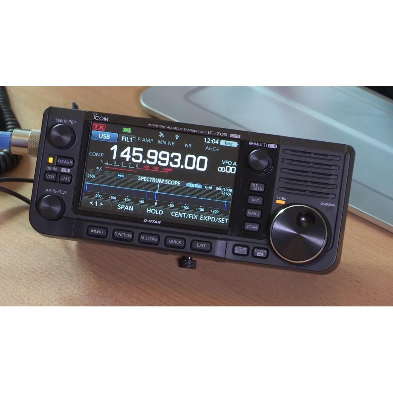 IC-705 sur bureau