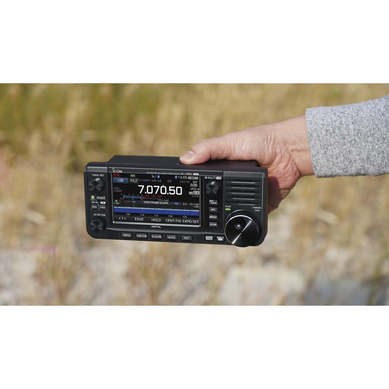 IC-705 à la main